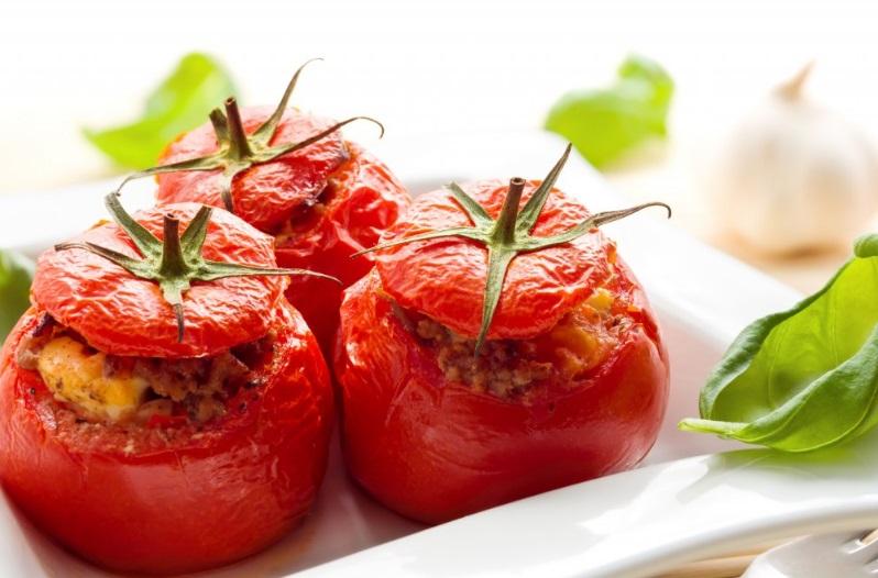 Entrée traditionnelle: les tomates farcies