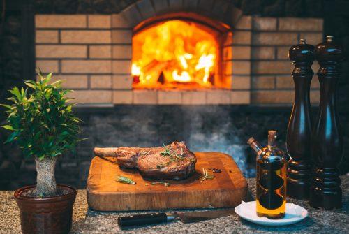 Cuisine d'été : four en fonte ou barbecue en pierre ?