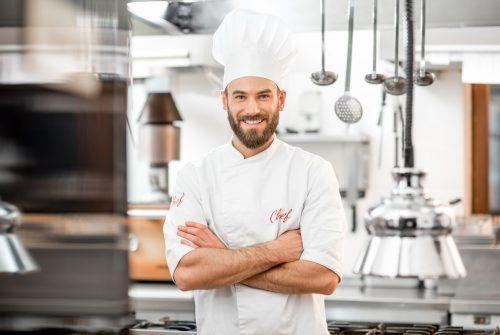 Quel type de tenue est imposé en cuisine ?